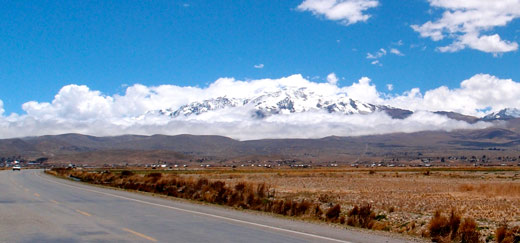 A view of the mountains on the way to La Paz.