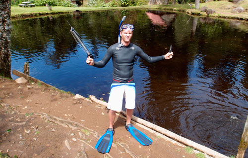 Brad in his snorkling gear with knife and speargun ready to kill some fishes.