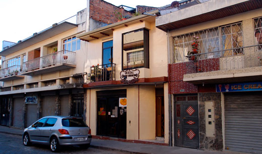 The street view of Hostal Hogar Cuencano.