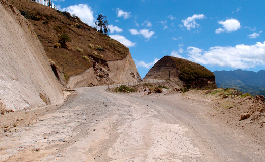 A bad dirt road heading over the pass near Quilotoa.