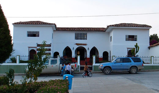 The outside of Los Pinos lodge.